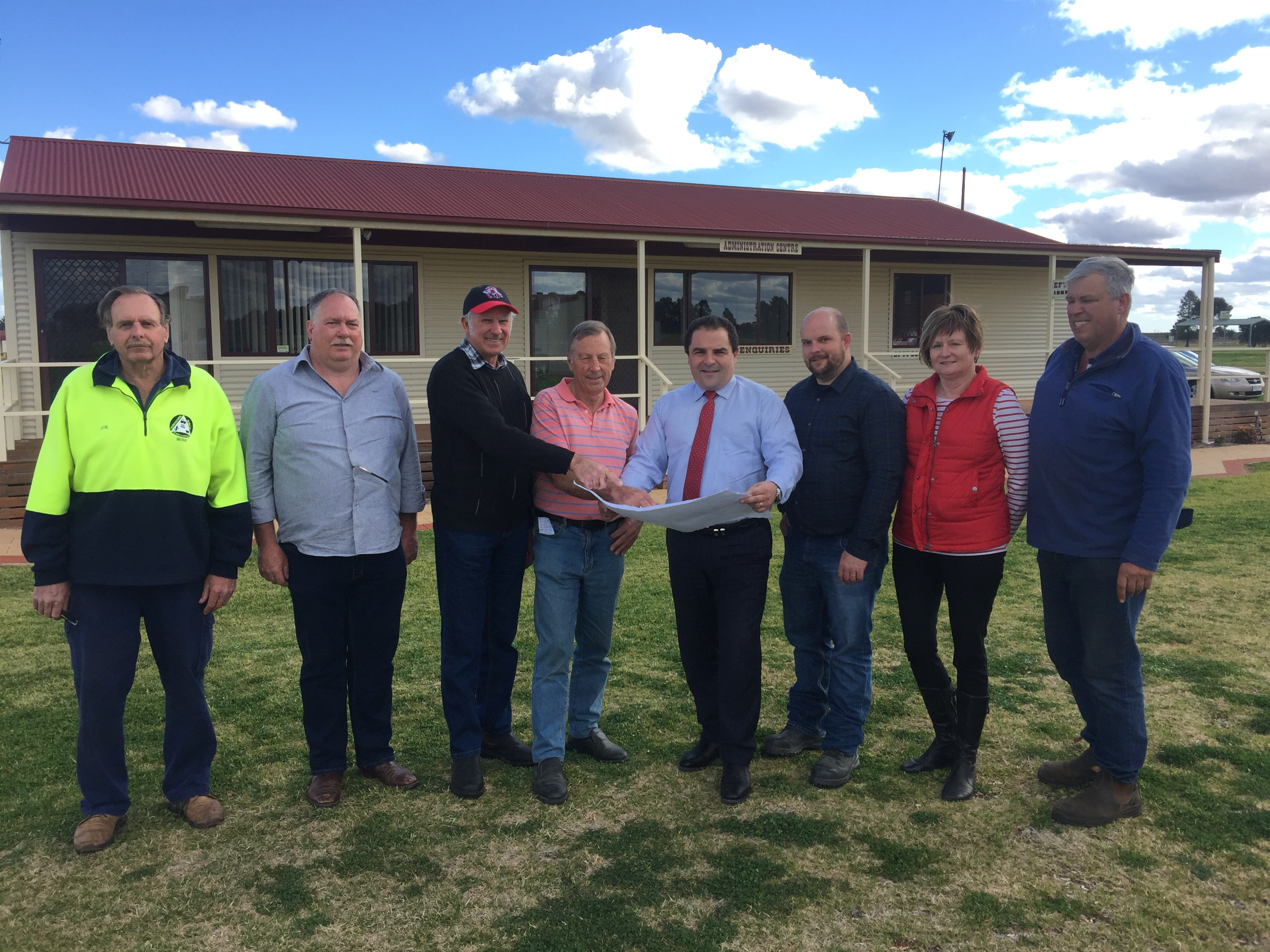 Pasin delivers funding for Riverland Field Days